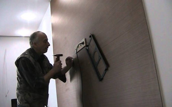 Крепление телевизора к стене в Киеве - YouTube